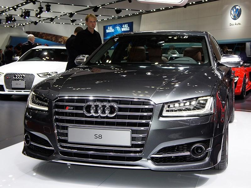 Audi S8 2013 вид спереди