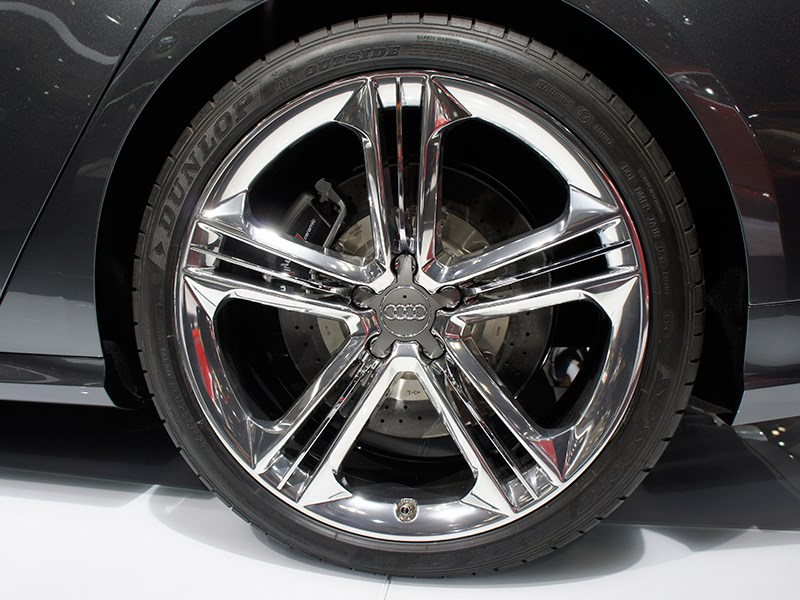 Audi S8 2013 колесо