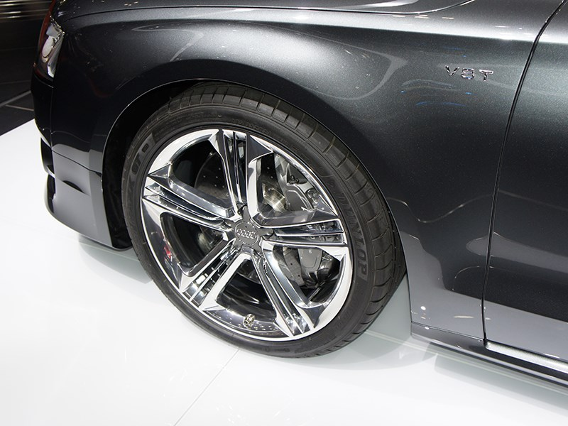 Audi S8 2013 переднее крыло