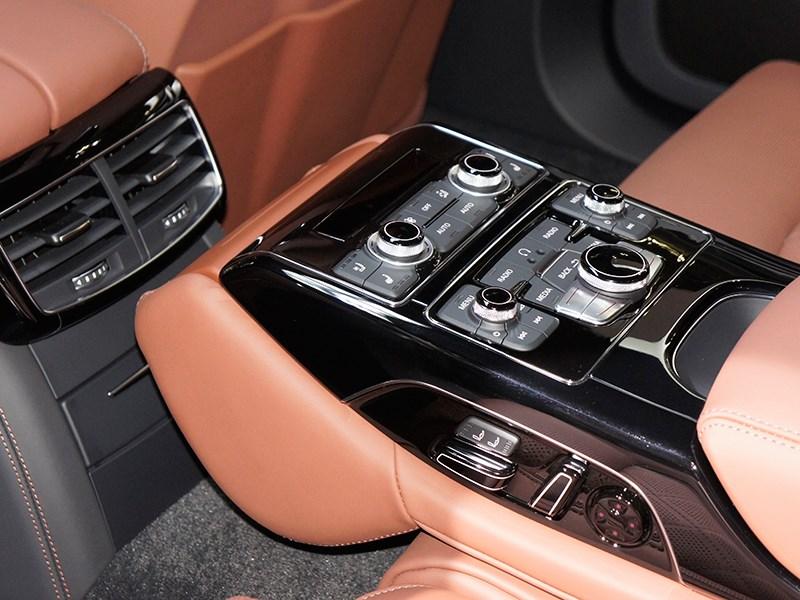Audi S8 2013 управление климатом на заднем ряду