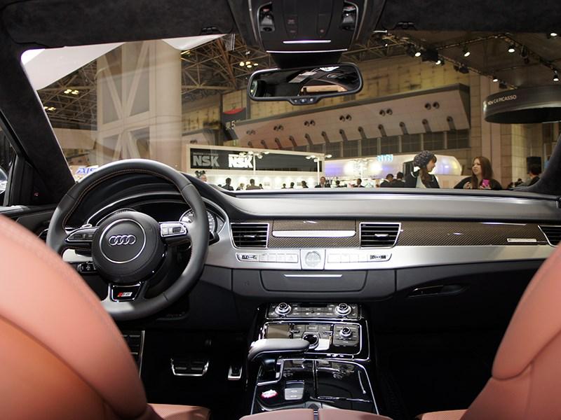 Audi S8 2013 центральная консоль