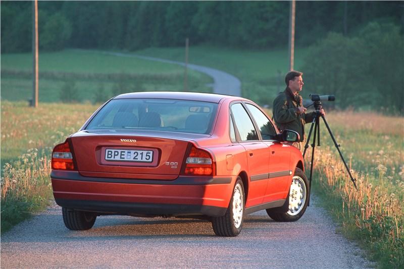 Volvo S80 2000 вид справа сзади