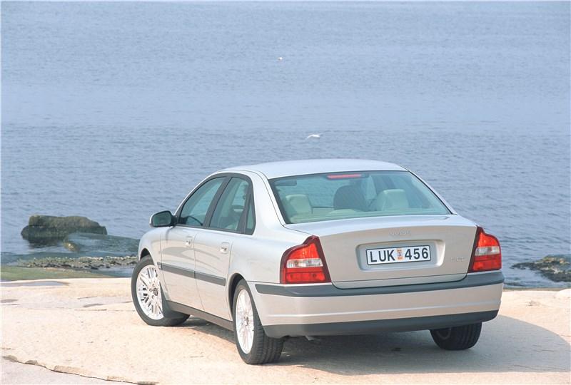 Volvo S80 2000 вид слева сзади