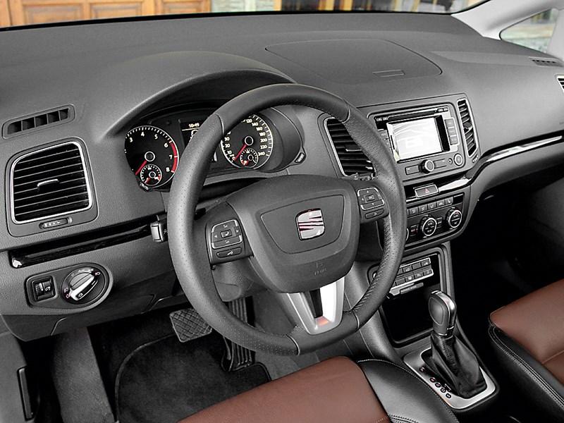 SEAT Alhambra 2010 водительское место