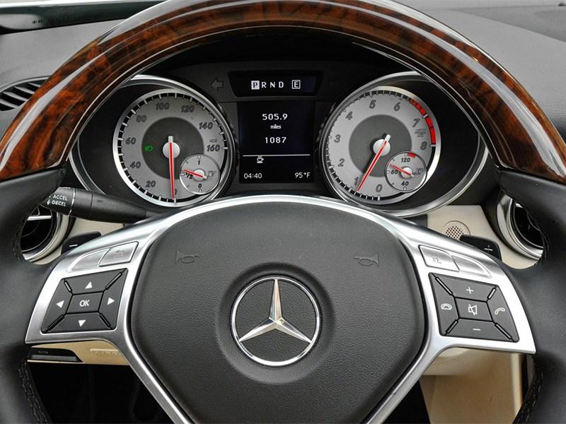 Mercedes-Benz SLK-Klasse 2012 приборная панель