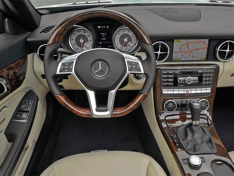 Mercedes-Benz SLK-Klasse 2012 водительское место