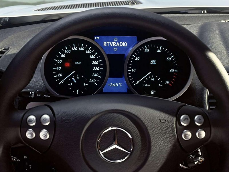 Mercedes-Benz SLK-Klasse 2005 приборная панель