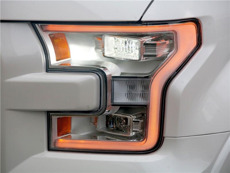 Ford F-150 2016 передняя фара