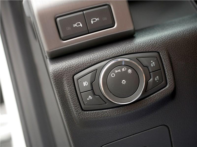 Ford F-150 2016 управление светом