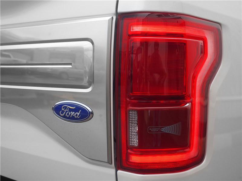 Ford F-150 2016 задний фонарь