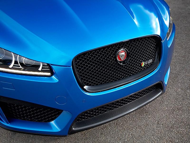 Jaguar XFR-S Sportbrake 2014 вид спереди фото 7