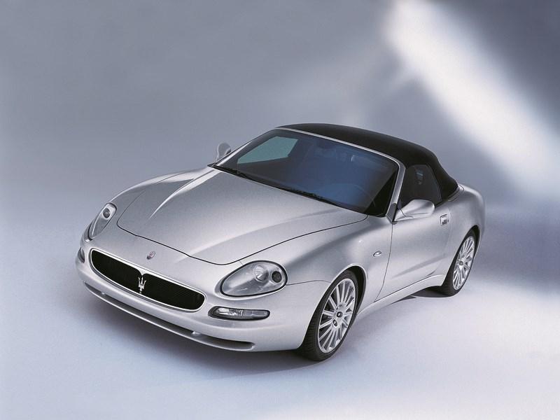 Maserati Spyder вид с закрытой крышей