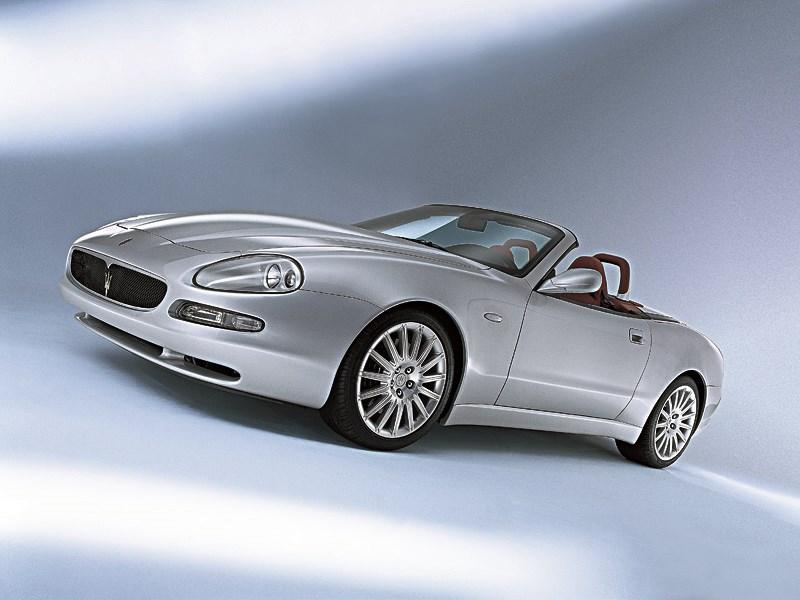 Maserati Spyder вид в три четверти спереди
