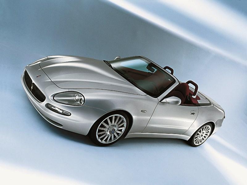 Maserati Spyder вид спереди сверху