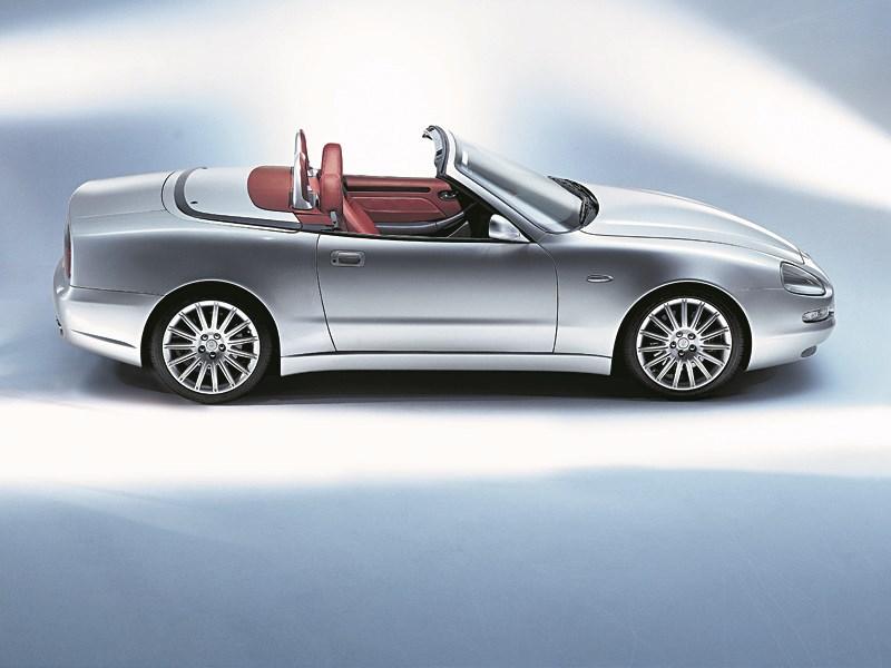 Maserati Spyder вид справа с открытой крышей