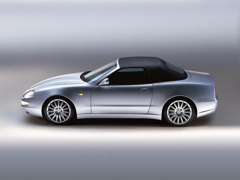 Maserati Spyder вид слева с закрытой крышей