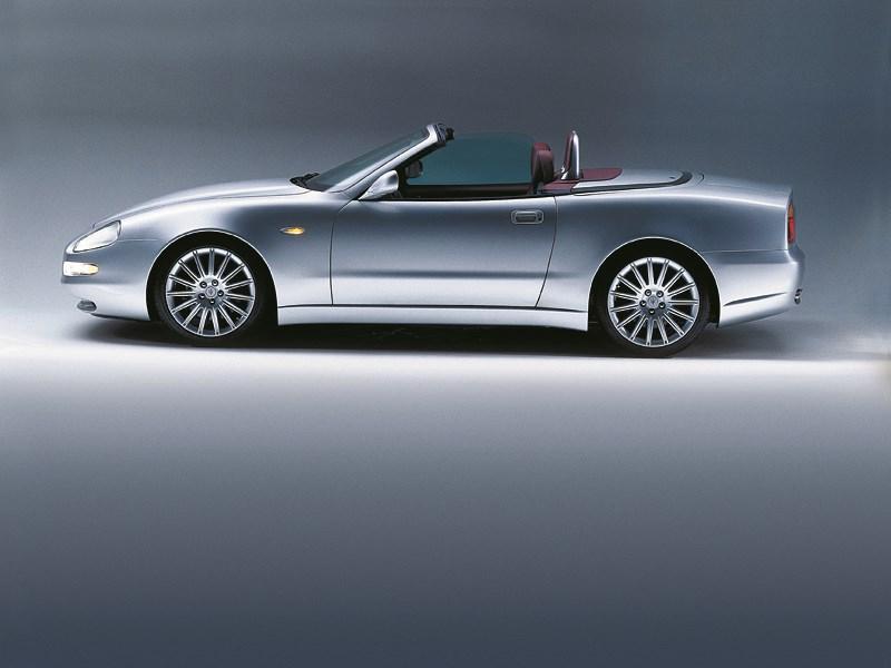 Maserati Spyder вид слева с открытой крышей