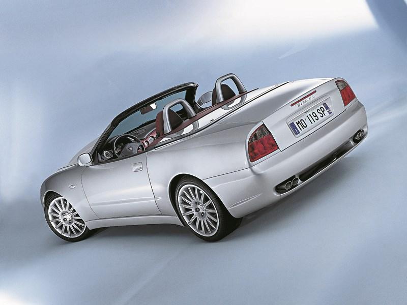 Maserati Spyder вид сзади сверху