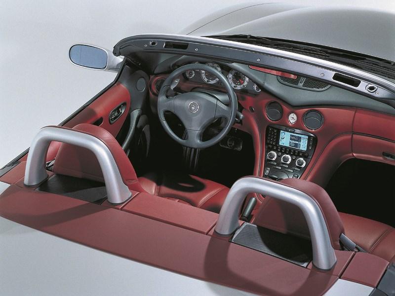 Кокпит Maserati Spyder вид сзади