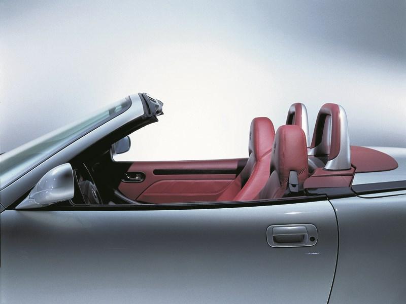 Maserati Spyder вид салона сбоку