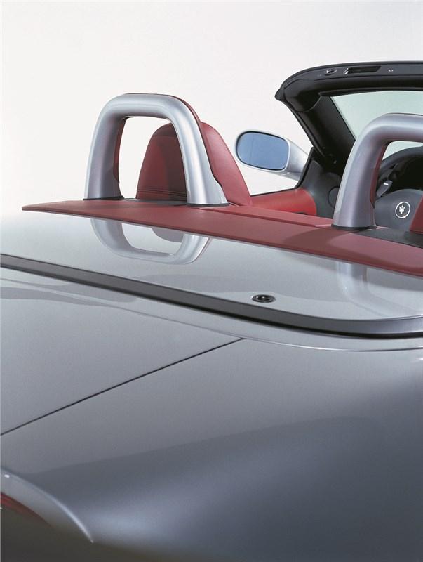 Дуги безопасности пассажиров на Maserati Spyder