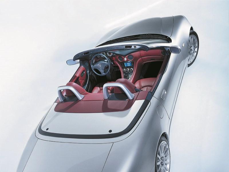 Maserati Spyder вид салона сверху