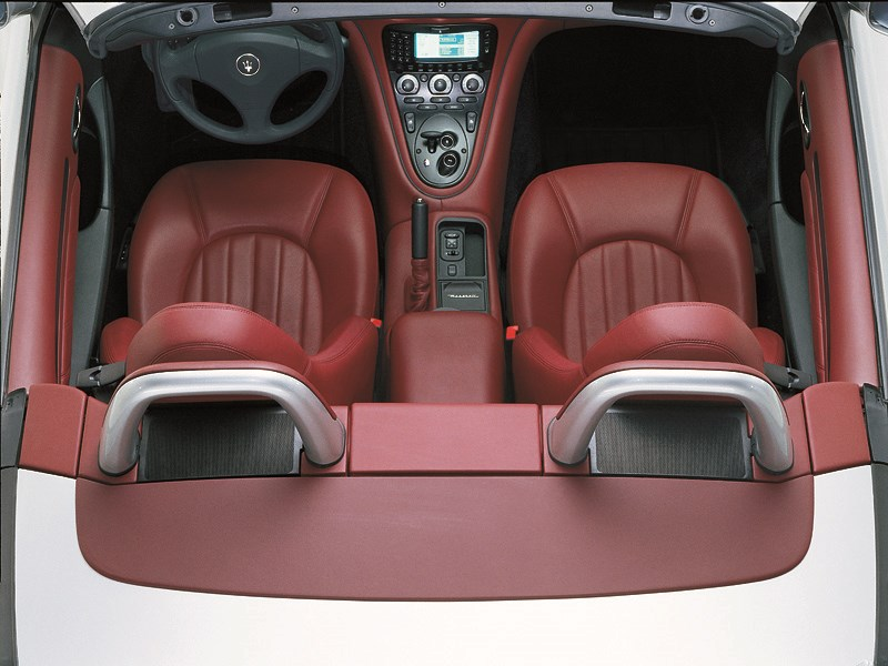 Кокпит Maserati Spyder вид сверху