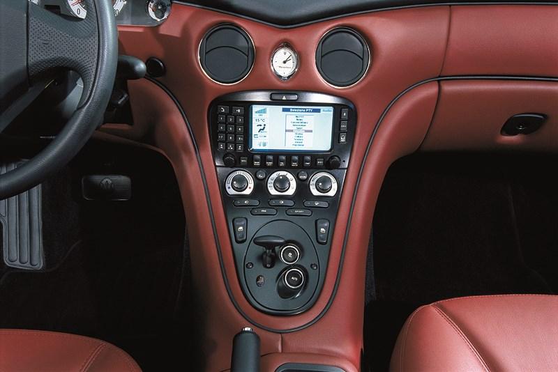 Центральная консоль Maserati Spyder