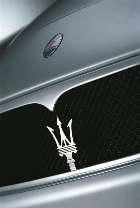 Эффектный трезубец Maserati Spyder