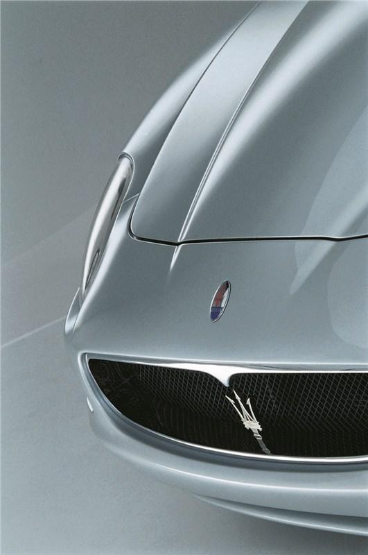 Maserati Spyder имеет капот сложной форы