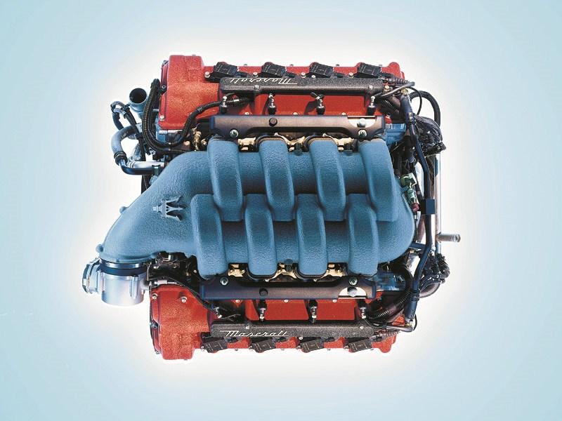 8-цилиндровый V-образный двигатель Maserati Spyder