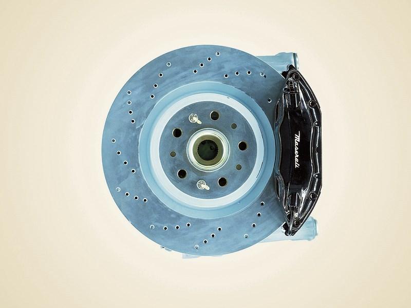 Тормозные диски Maserati Spyder вентилируемые и перфорированные