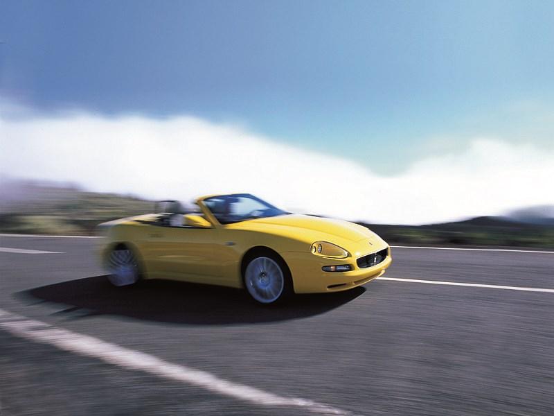 Maserati Spyder на шоссе