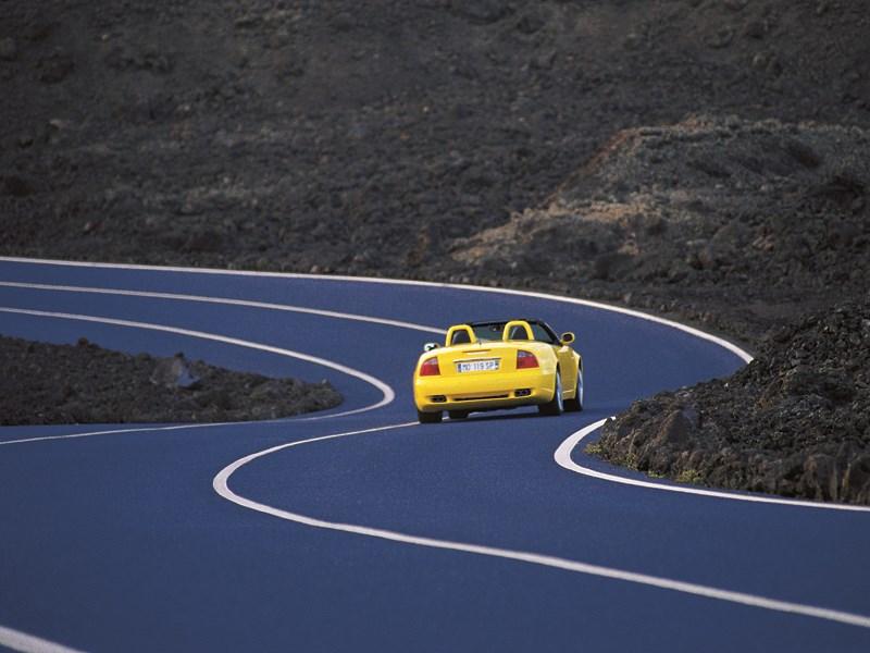 Maserati Spyder на извилистом шоссе