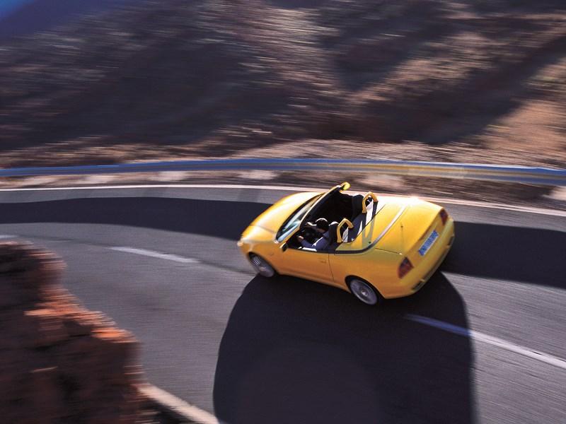 Maserati Spyder на горной дороге