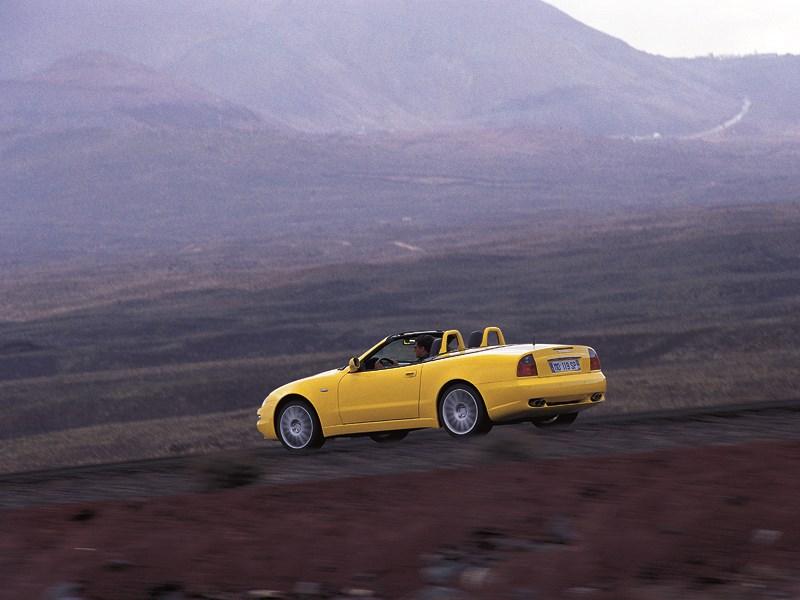 Maserati Spyder при открытой крыше позволяет любоваться пейзажами