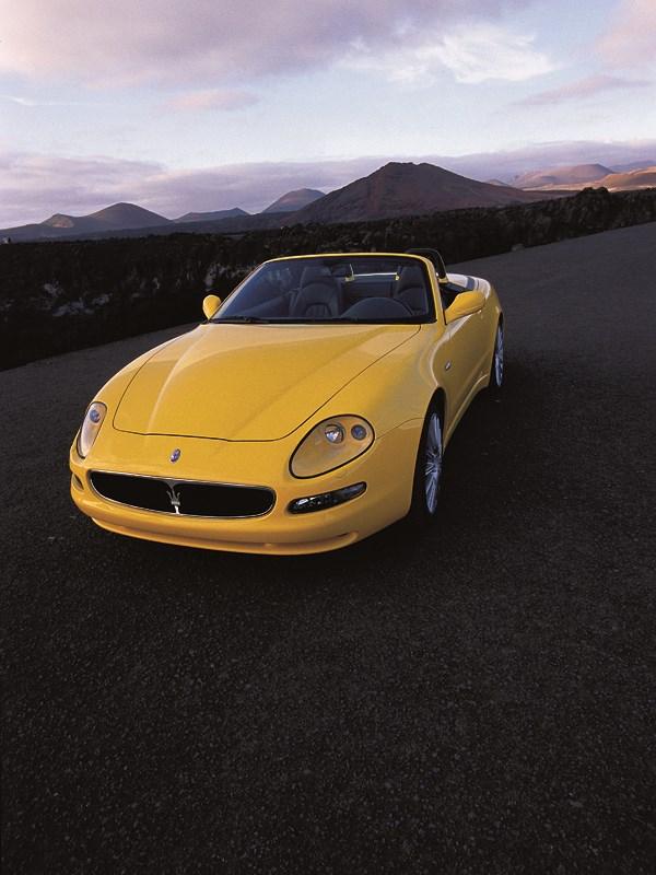Maserati Spyder на горном серпантине