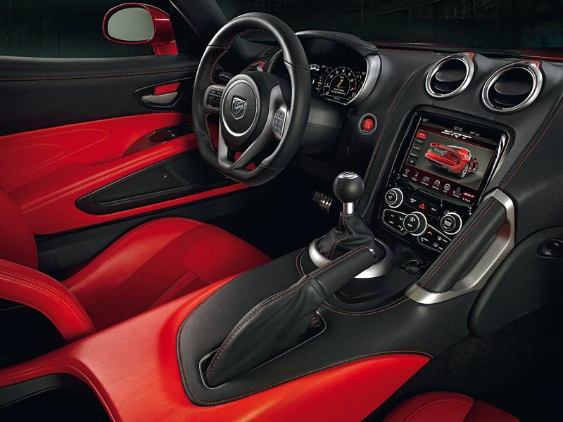 Chrysler SRT Viper GTS 2013 водительское место