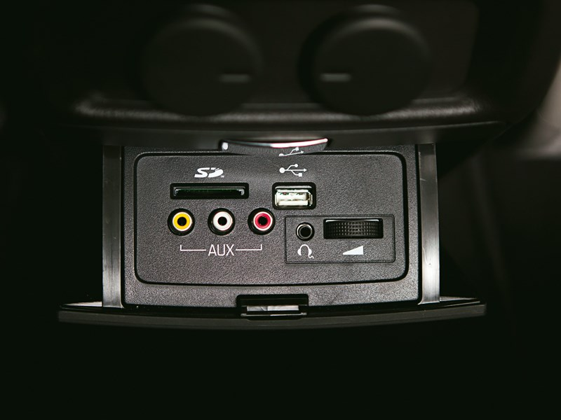 Cadillac SRX 2013 разъемы