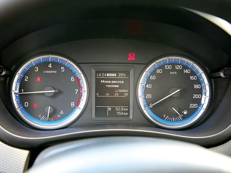 Suzuki SX-4 2013 приборная панель