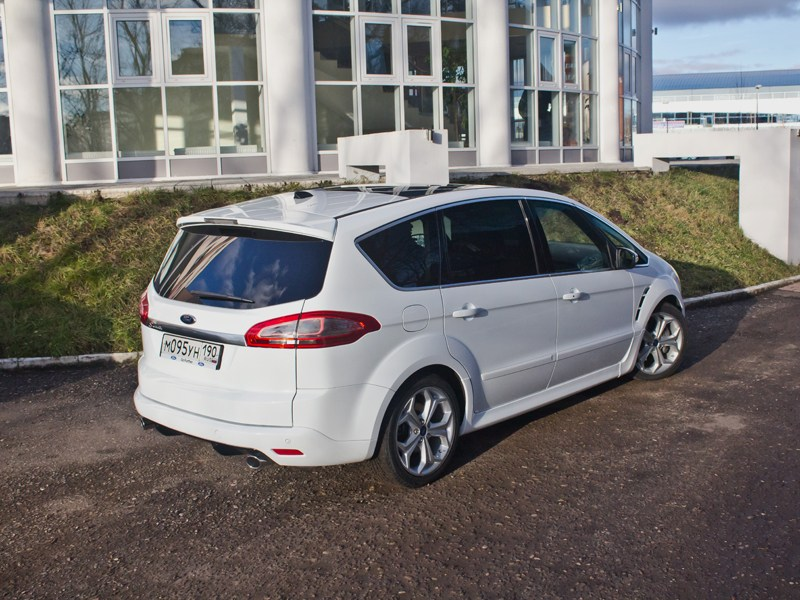 Ford S-Max 2011 вид сзади