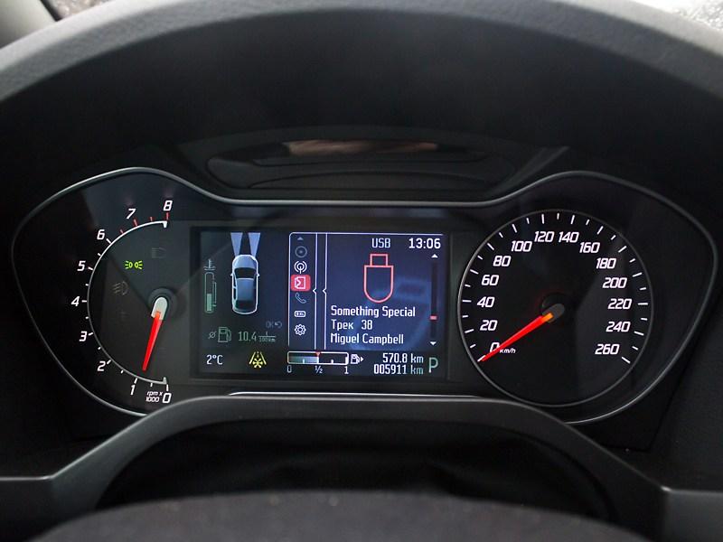 Ford S-Max 2011 приборная панель