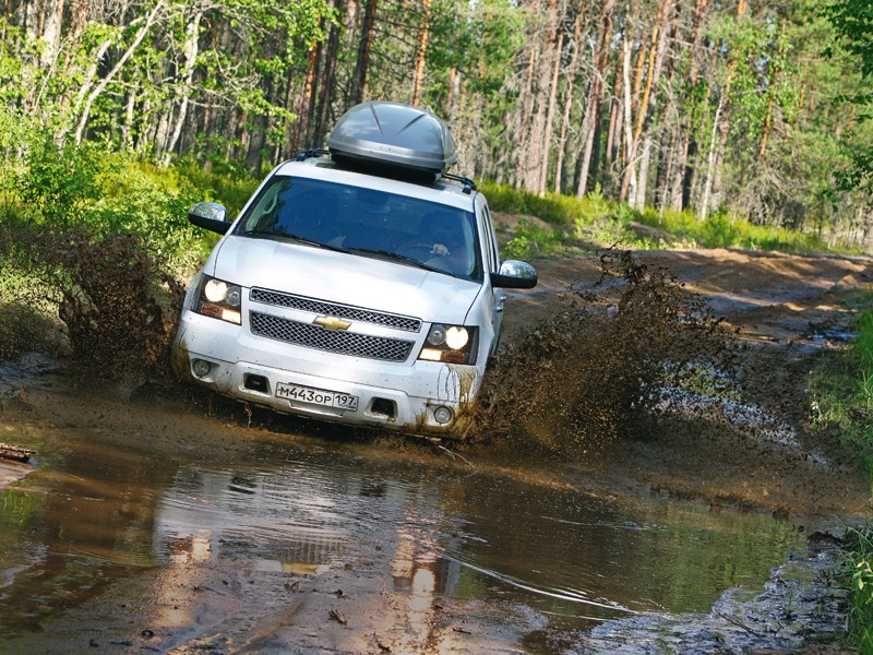 Chevrolet Captiva - chevrolet tahoe вид спереди