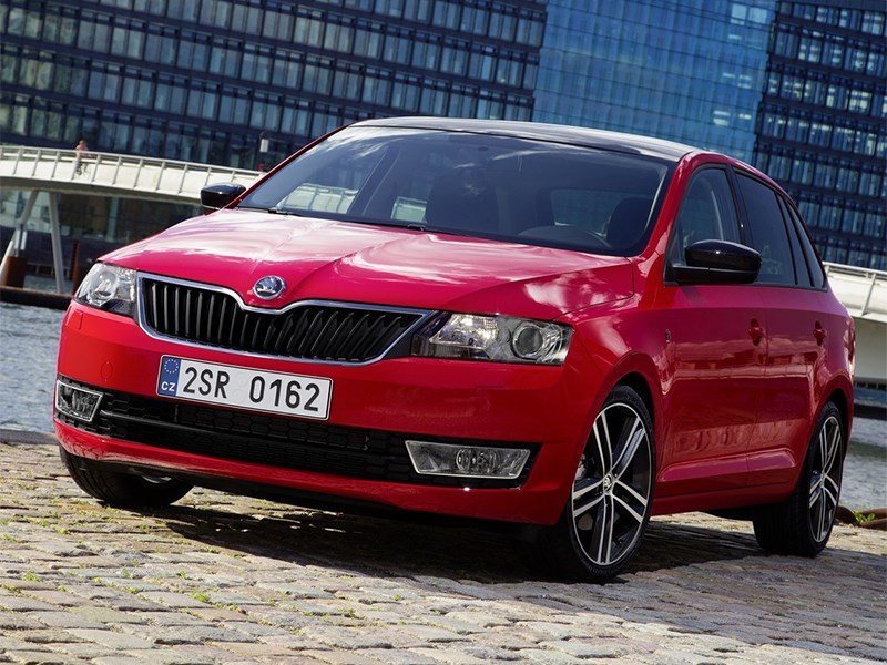 Skoda Rapid Spaceback 2014 вид спереди