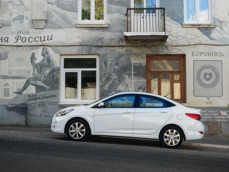 Hyundai Solaris 2012 вид сбоку