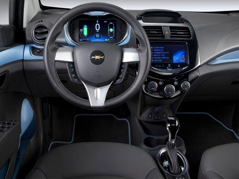 Chevrolet Spark EV 2013 водительское место