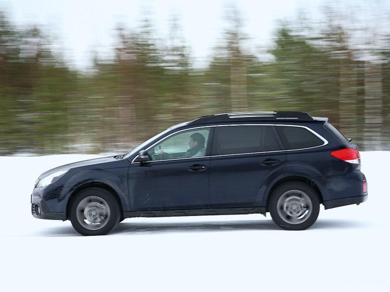 Subaru Outback 2014 вид сбоку