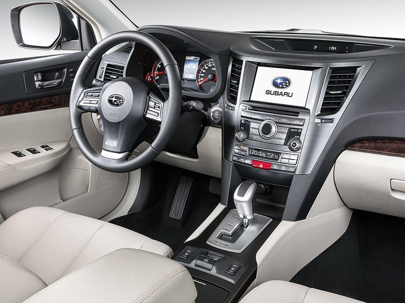 Subaru Outback 2014 водительское место