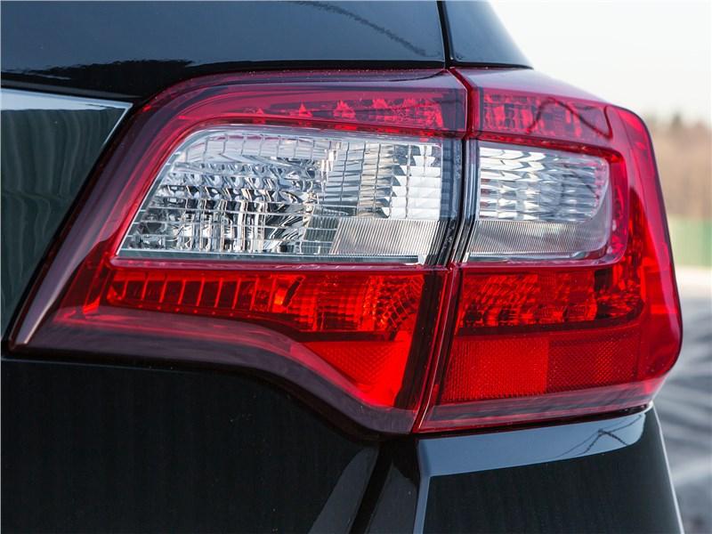 Subaru Legacy 2018 задний фонарь