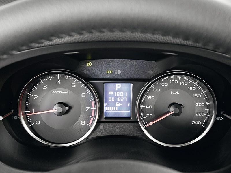 Subaru Impreza 2011 приборная панель